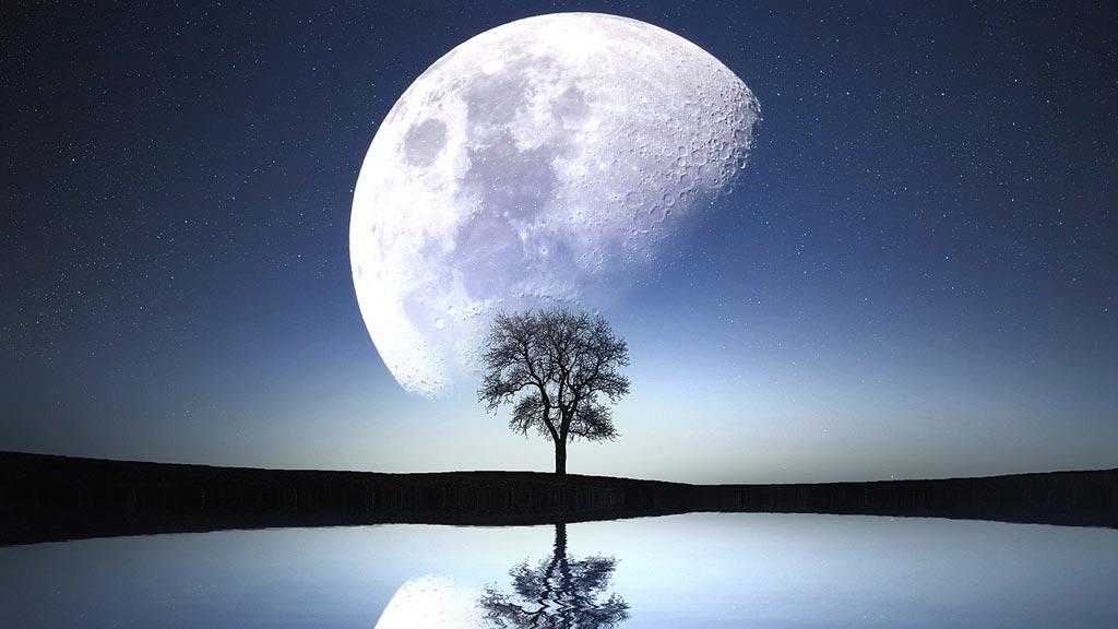 Луна, которая отображается в воде, Лунное планирование
